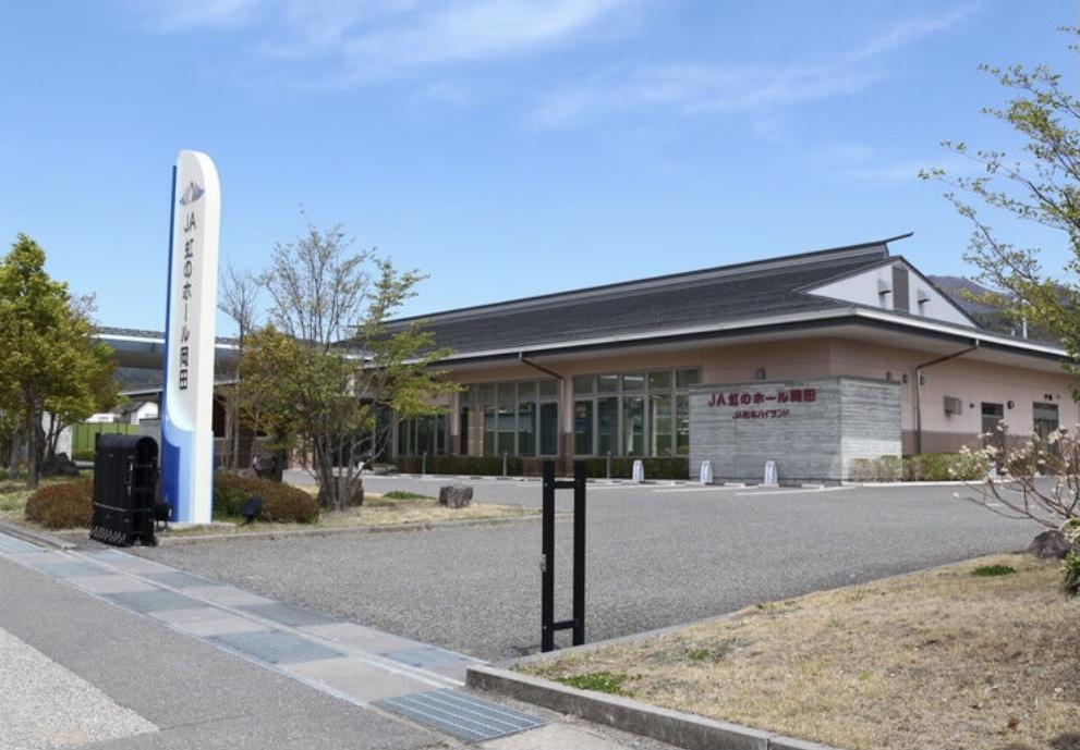 虹のホール岡田.JPG